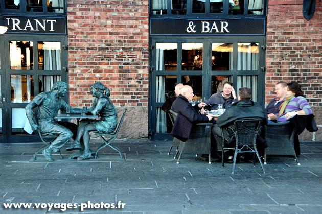 Oslo - Bar et Sculpture