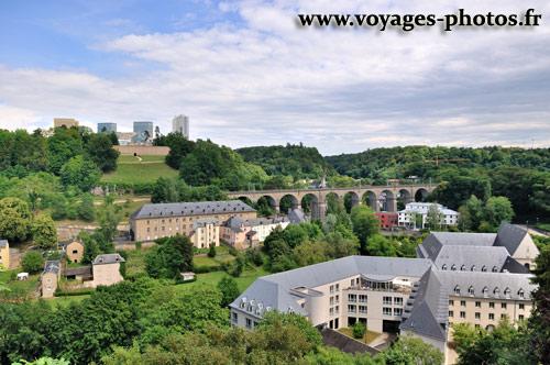 Vue panoramique de la ville de luxembourg voyage au for Piscine au luxembourg